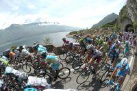 Le peloton du Tour d'Italie en route vers Falzes
