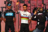 Mark Cavendish applaudi au Danemark, où il est devenu champion du monde
