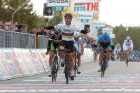 Mark Cavendish s'arrache d'un peloton morcelé pour s'imposer à Herning