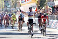 Mark Cavendish répète son numéro de sprinteur devant Matthew Goss