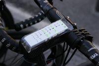 La potence intégrée du Look 695 permet aux coureurs d'Auber 93 d'avoir leurs feuilles de route