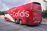 Le bus de l'équipe Cofidis vu de l'extérieur