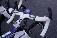Le poste de pilotage des vélos Pinarello Dogma de l'équipe Movistar