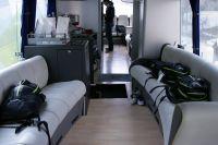 Les coureurs du Team Type 1-Sanofi Aventis sont à l'aise dans leur bus