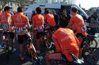 Les maillots orange de l'équipe Euskaltel-Euskadi