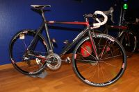 Le vélo de route Cyfac est équipé en Shimano Ultegra