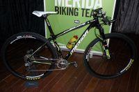 L'arme du Multivan Merida Biking Team, un semi-rigide 29 pouces, le Big-Nine