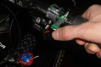 La suspension se contrôle à l'aide d'un shifter