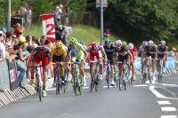 Bradley Wiggins en jaune tient en laisse Cadel Evans et Vincenzo Nibali