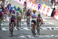 Mark Cavendish saute Andre Greipel... en arc-en-ciel cette fois
