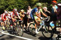 Vincenzo Nibali et Denis Menchov suivent le train des Sky