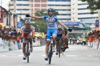 Marco Canola bat les attaquants du Tour de Langkawi