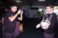 Romain Sicard immortalise l'instant avec ses coéquipiers