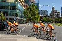 Les Euskaltel-Euskadi roulent dans les rues d'Adélaïde