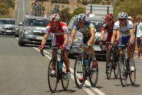 Quatre coureurs échappés sur la route de Clare, emmenés par Eduard Vorganov