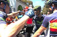 Alejandro Valverde chaudement congratulé par ses coéquipiers