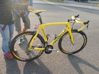 Le vélo jaune de Bradley Wiggins pour les Champs-Elysées