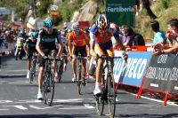 Chris Froome est aux côtés de Robert Gesink dans la montée vers le Mirador de Ezaro