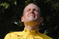 Armstrong tombe dans le vide