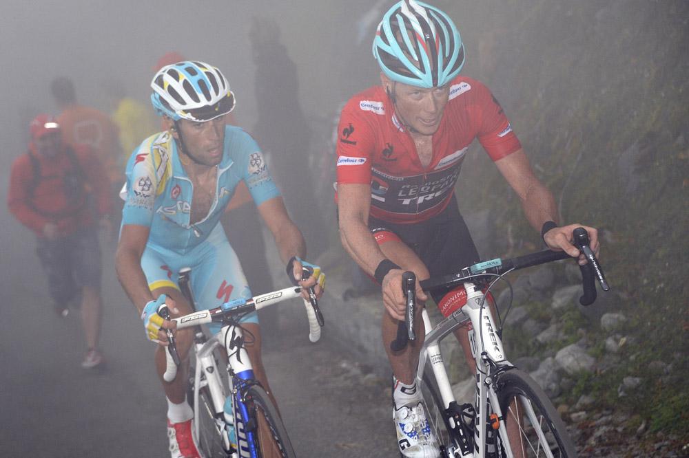 Chris Horner et Vincenzo Nibali à la lutte dans l'Angliru