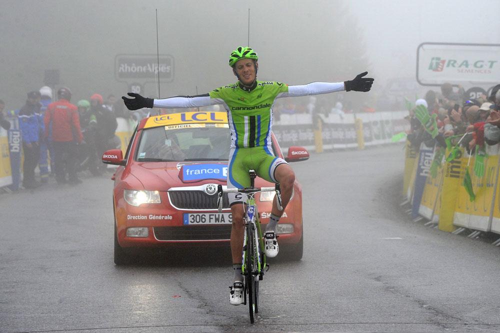 Alessandro De Marchi arrive triomphalement dans la brume de Risoul