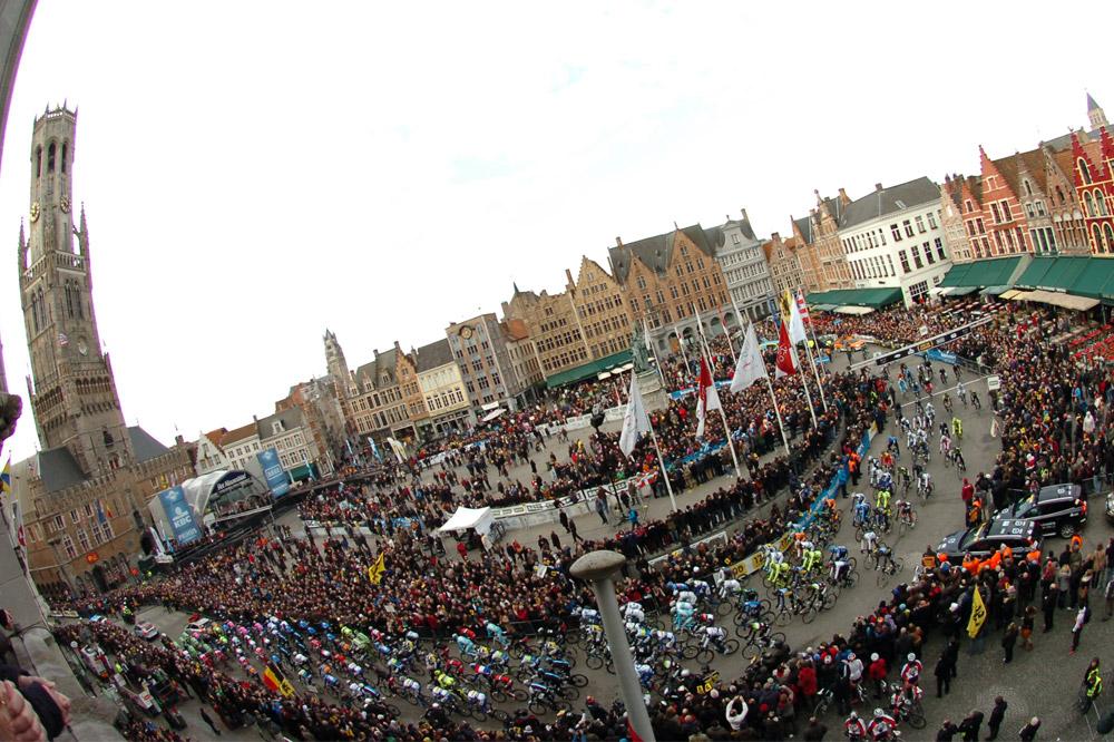La grand-place de Bruges au départ