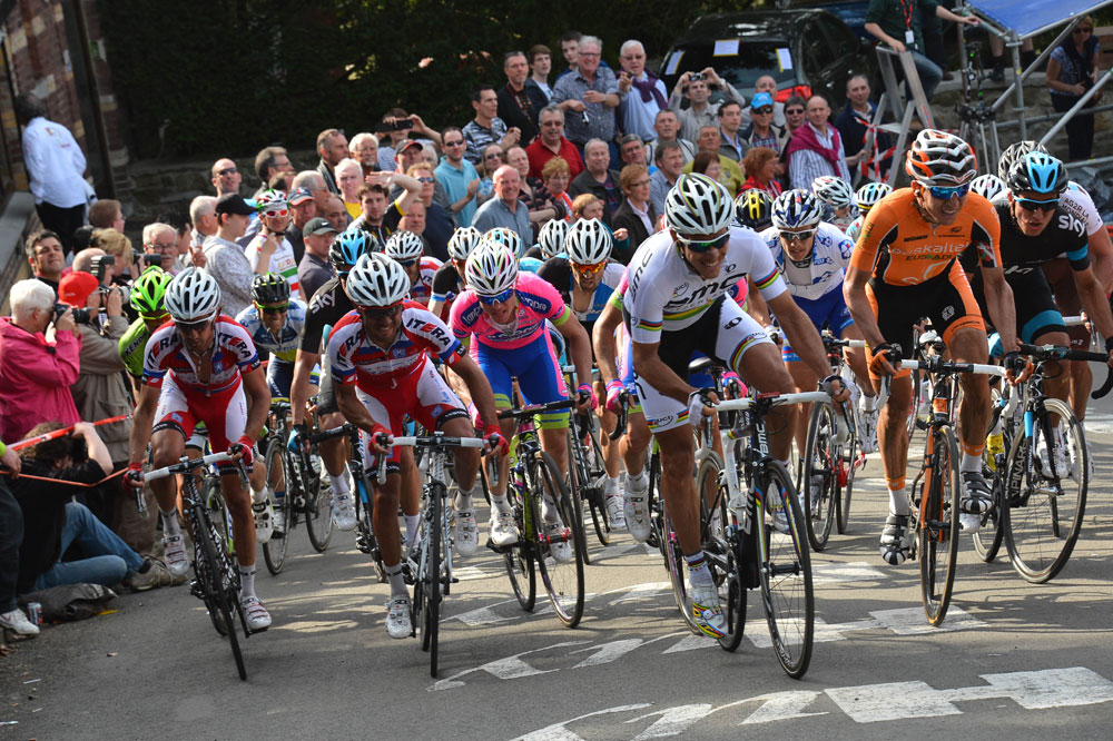 Philippe Gilbert s'arrache, Daniel Moreno tout à gauche patiente, Peter Sagan derrière lui a cédé