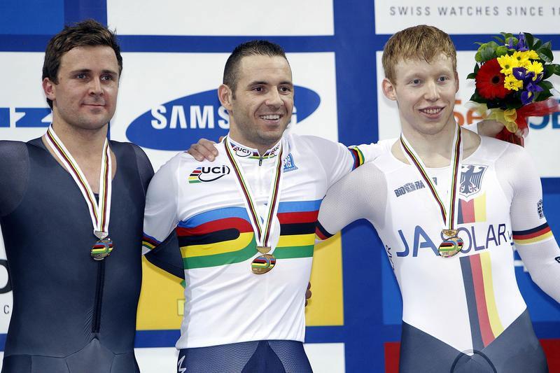 François Pervis radieux dans son premier maillot arc-en-ciel