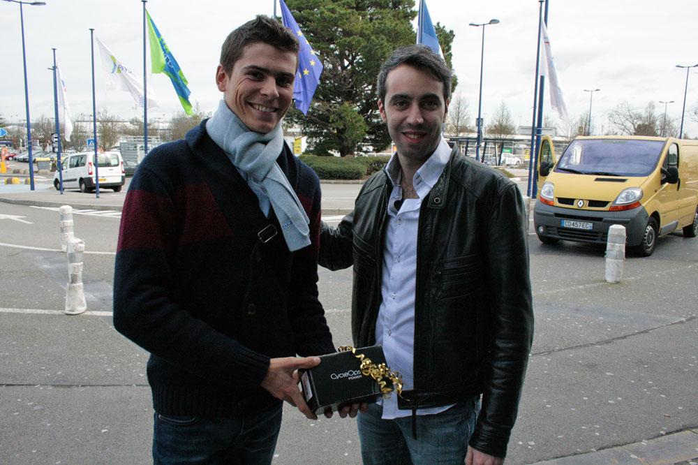 Warren Barguil récompensé par le rédacteur en chef de Vélo 101 Julien Perrot