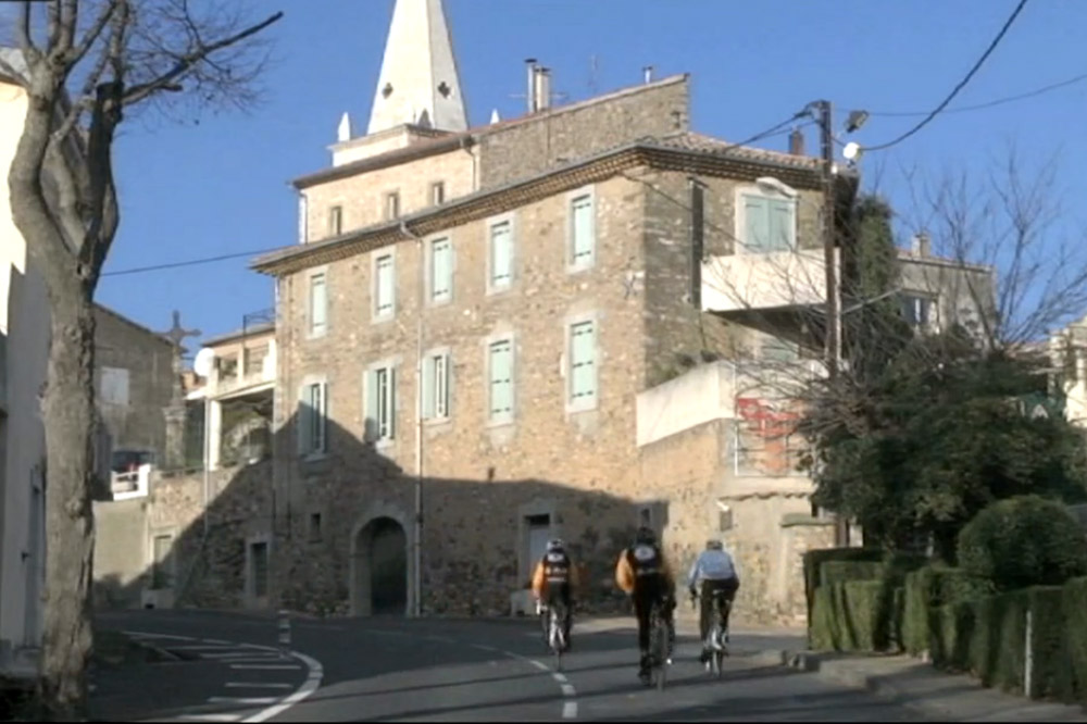 Les 70 premiers kilomètres sont dessinés à travers les abbatiales et les châteaux