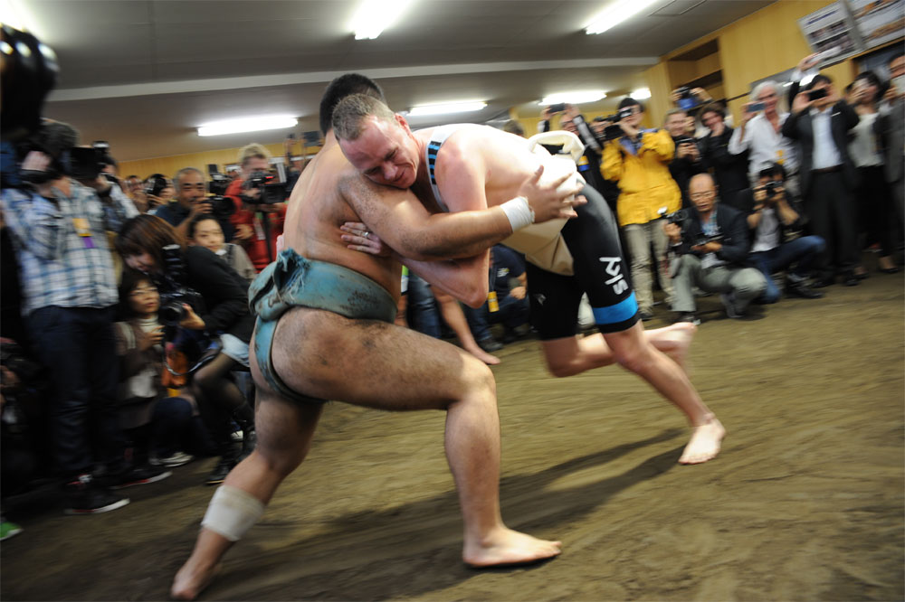 Chris Froome combat un sumo...
