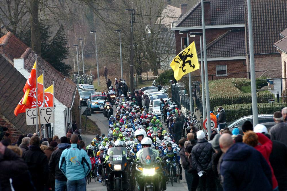 Les supporters sont nombreux au bord des routes