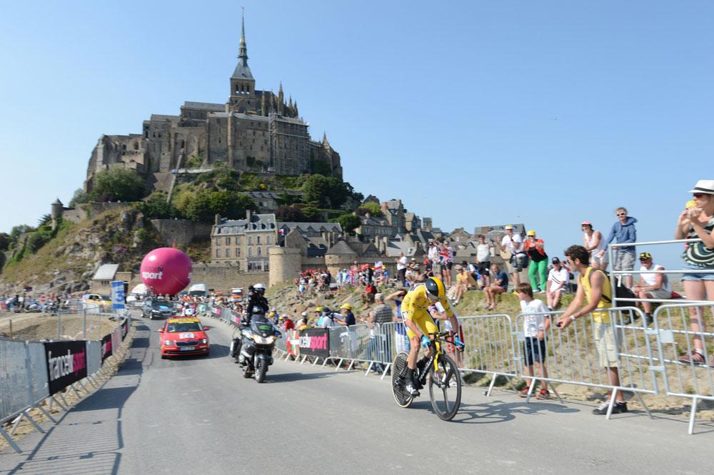 Chris Froome écrase ses adversaires dans le premier chrono individuel du Tour