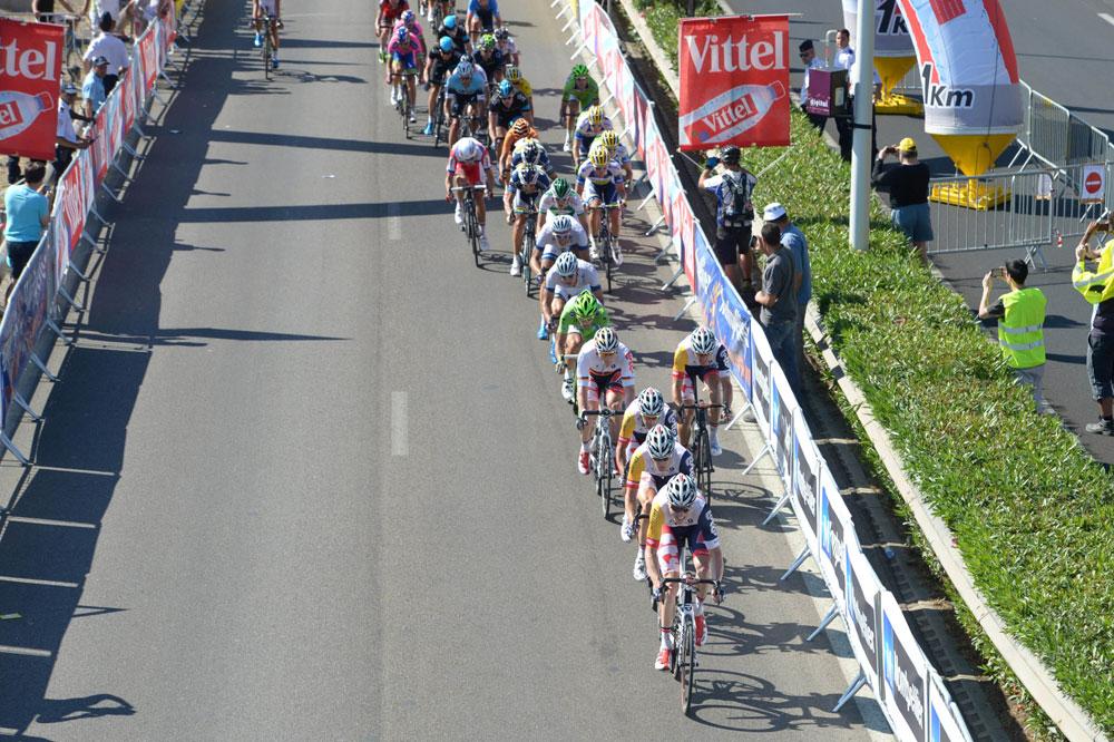 Le train de l'équipe Lotto-Belisol prend les choses en main à la flamme rouge