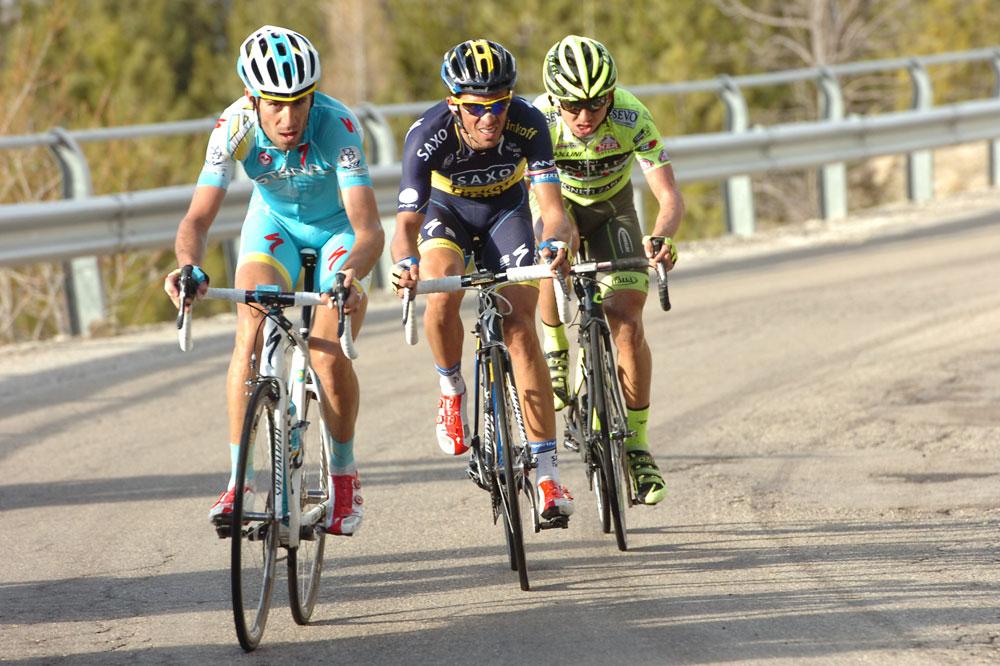 Vincenzo Nibali est marqué par Alberto Contador et Mauro Santambrogio
