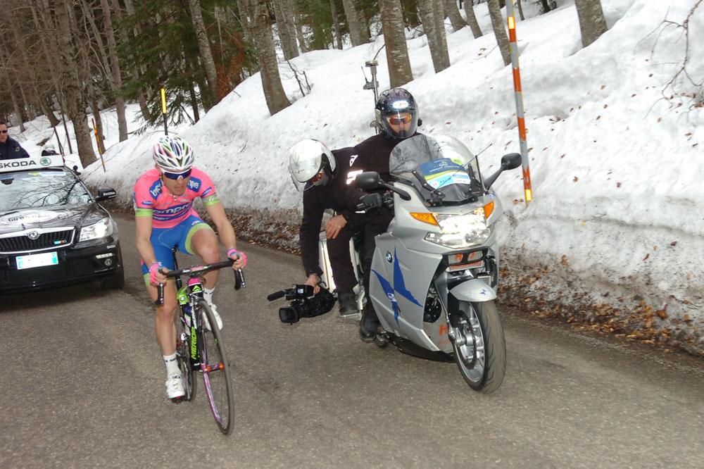 Damiano Cunego échappé seul dans le Passo Lanciano enneigé