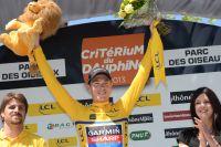 Rohan Dennis endosse le maillot jaune