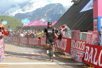 Rigoberto Uran conquiert la première étape de montagne du Giro