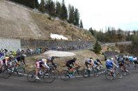 Le peloton du Giro en descente