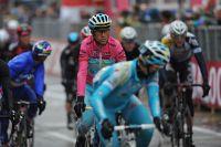 Vincenzo Nibali maintient le maillot rose sur ses épaules