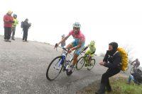 Vincenzo Nibali démarre vers Bardonèche, Mauro Santambrogio s'accroche, Cadel Evans lâche prise