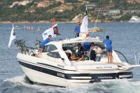 Le bateau achemine les coureurs vers le port de Porto-Vecchio