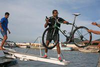 Chargez les vélos, ici le BH des Sojasun