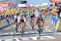 Marcel Kittel franchit la ligne en tête et gagne sa deuxième étape