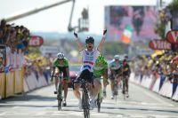Mark Cavendish triomphe d'une folle journée