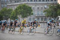 Le Maillot Jaune Chris Froome est entré dans Paris