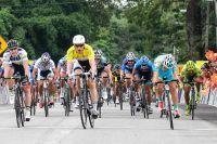 Theo Bos en jaune domine tout le peloton du Tour de Langkawi