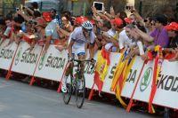 Seul devant dans le dernier kilomètre, Warren Barguil fonce vers sa première victoire pro