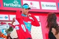 Vincenzo Nibali enfile le maillot rouge de leader du Tour d'Espagne