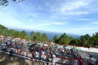 Le peloton du Tour d'Espagne sillonne les côtes galiciennes